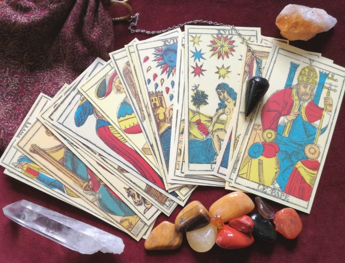 Tarot Cards | What Is The Difference Between Psychics and Mediums